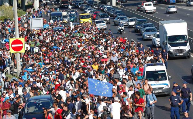 foto 3 httpassets.nydailynews.compolopoly_fs1.2349222!imghttpImageimage.jpg_genderivativesarticle_635europe-migrants-hungary.jpg