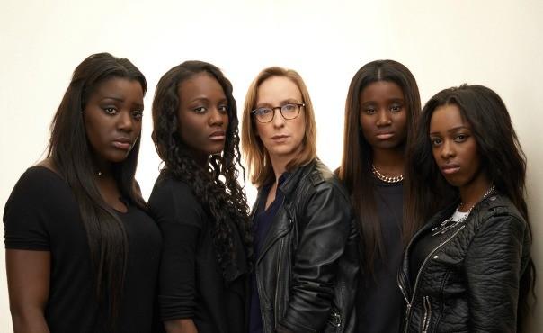 """Il cast di """"Bande de Filles"""" e, al centro, la regista Céline Sciamma"""