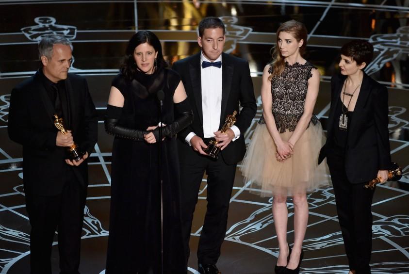 """Laura Poitras e gli attori di """"Citizenfour"""", premiato come miglior documentario agli Oscar 2015"""
