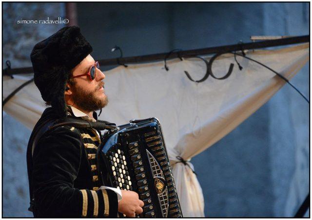 "Diego Zanoli in ""Naufragata"" (© Simone Radavelli)"