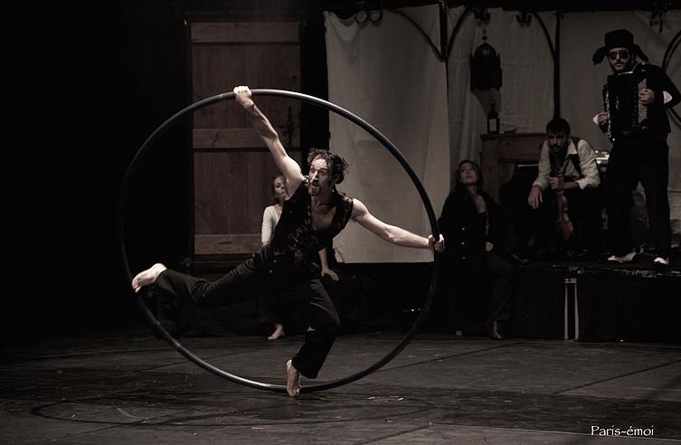 """Un'immagine da """"Naufragata"""" della compagnia francese Circo Zoé"""