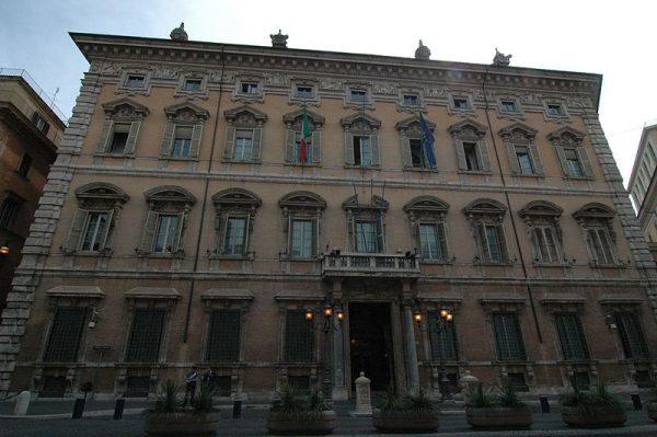 Palazzo Madama a Roma, sede del Senato (foto di Francesco Gambaretti/Flickr).